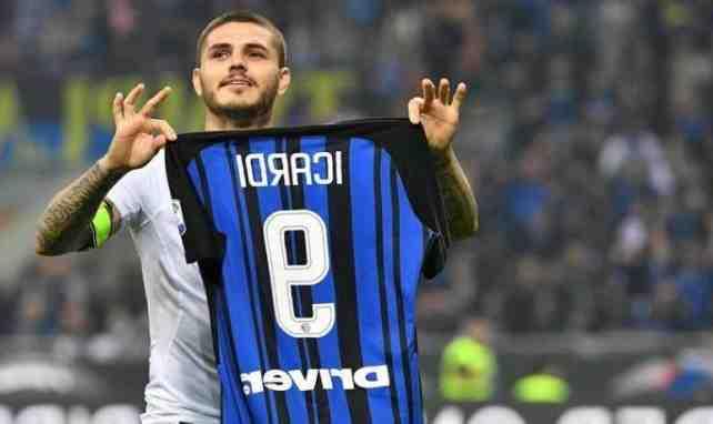 Mauro Icardi n'a plus la cote au PSG. Le club de la capitale chercherait bel et bien à s'en débarrasser. Le clan de l'Argentin aurait d'ailleurs déjà commencé à lui chercher une porte de sortie.