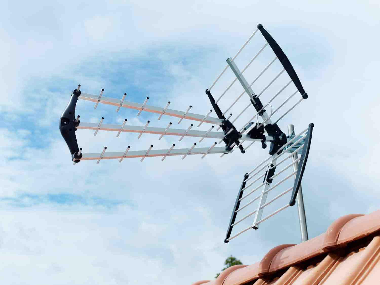 Qui installe les antennes relais ?